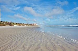 Sea Coast Gardens II 105, Prázdninové domy  New Smyrna Beach - big - 28