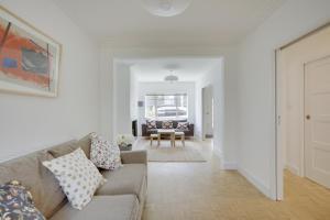 Bright 3Bed, 2.5Bath House w/Garden in Barnes, Appartamenti  Londra - big - 19