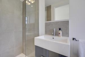 Bright 3Bed, 2.5Bath House w/Garden in Barnes, Appartamenti  Londra - big - 18