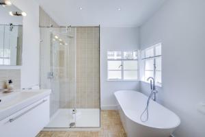 Bright 3Bed, 2.5Bath House w/Garden in Barnes, Appartamenti  Londra - big - 13