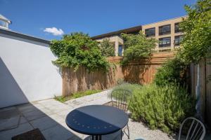 Bright 3Bed, 2.5Bath House w/Garden in Barnes, Appartamenti  Londra - big - 11