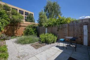 Bright 3Bed, 2.5Bath House w/Garden in Barnes, Appartamenti  Londra - big - 10