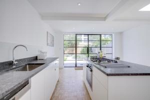 Bright 3Bed, 2.5Bath House w/Garden in Barnes, Appartamenti  Londra - big - 8