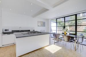 Bright 3Bed, 2.5Bath House w/Garden in Barnes, Appartamenti  Londra - big - 6