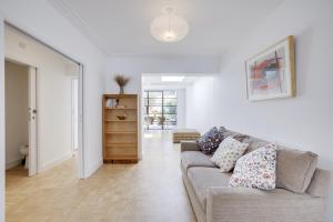 Bright 3Bed, 2.5Bath House w/Garden in Barnes, Appartamenti  Londra - big - 4