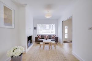 Bright 3Bed, 2.5Bath House w/Garden in Barnes, Appartamenti  Londra - big - 25
