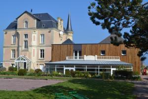 Location gîte, chambres d'hotes Châlets Les Tourelles dans le département Calvados 14