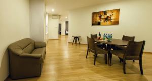 Luxfort 118 Service Suites, Ferienwohnungen  George Town - big - 37