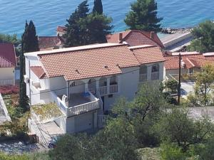 Apartments with a parking space Pisak (Omis) - 5975