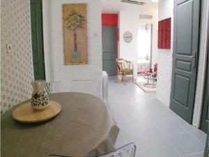 Three-Bedroom Holiday Home in La Tranche sur Mer, Holiday homes  La Tranche-sur-Mer - big - 7
