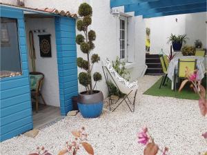 Three-Bedroom Holiday Home in La Tranche sur Mer, Holiday homes - La Tranche-sur-Mer