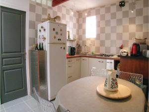 Three-Bedroom Holiday Home in La Tranche sur Mer, Holiday homes  La Tranche-sur-Mer - big - 13