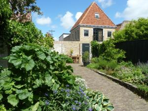 Bed & Breakfast De Tuinkamer - Midlum