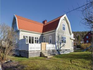 Four-Bedroom Holiday Home in Jonsered - Partille