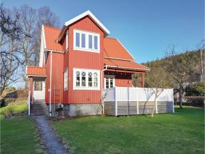 Five-Bedroom Holiday Home in Jonsered - Partille