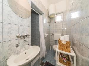 Apartment Trogir 08, Apartmanok  Trogir - big - 2