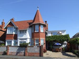 Knighton Lodge, Guest houses - Skegness