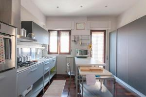 Modern, fully equipped, near Rome centre and beach