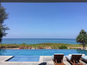 The White Pearl 8BR Modern Beachfront Pool Villa - Ban Bo Sai Klang