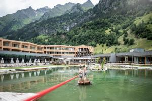 Feuerstein Nature Family Resort - Hotel - Colle Isarco