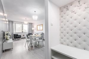 Apartments Golden Warsaw by Renters