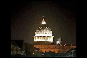 A window over Saint Peter - AbcRoma.com