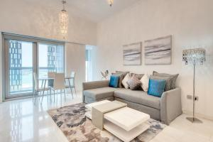 Cayan Tower by Deluxe Holiday Homes - Dubai