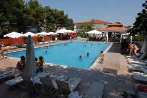 Hostales Baratos - Hotel Camping Agiannis