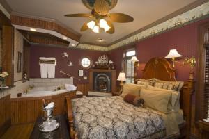 Port City Victorian Inn - Hotel - Muskegon
