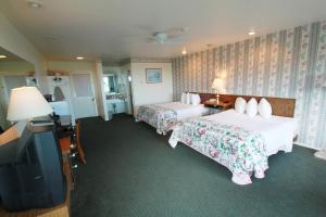 King Room with Two King Beds and Ocean View Wonder View Inn