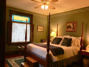 Trimmer House Bed and Breakfast - Accommodation - Penn Yan