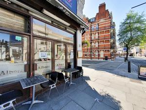 Stylish garden apartment Nr High Street Kensington, Ferienwohnungen  London - big - 10