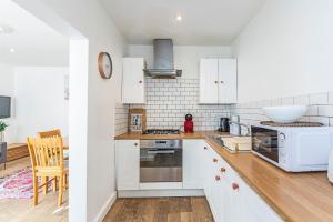 Stylish garden apartment Nr High Street Kensington, Ferienwohnungen  London - big - 20