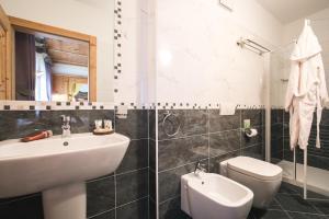Chalet Alpenrose Bio Wellness Naturhotel - Hotel - Pejo