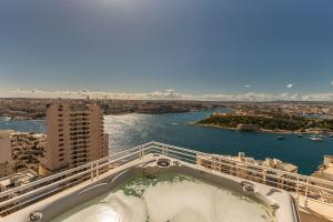 Apartment in Sliema with view and pool