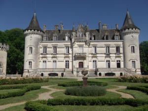Location gîte, chambres d'hotes Château de Nieuil, The Originals Collection (Relais du Silence) dans le département Charente 16