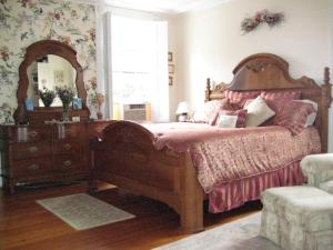 Historic Hill Inn, Bed & Breakfasts  Newport - big - 46