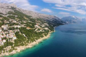 Apartments by the sea Marusici (Omis) - 1024, Apartmány  Mimice - big - 54
