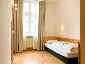 Hotel Moon, Hotels - Düsseldorf