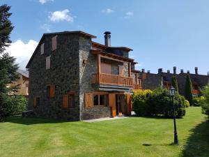 obrázek - TPA Casa en Puigcerdà Residencial con piscina, padel, tenis para 8 personas