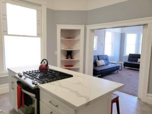. Apartment 3 BD Downtown