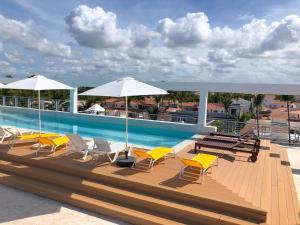 TrueCost Сaribbean Paradise Rooftop Pool