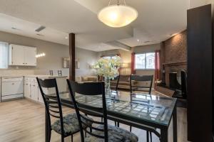 Bright & Spacious 3BR Suite close to DT,SAIT,UofC