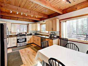 1262 Pine Valley Rd Home, Holiday homes  South Lake Tahoe - big - 13