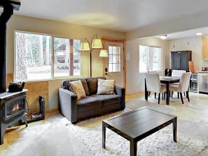 Wooded Retreat in So. Lake Tahoe Home