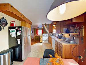 457 NW 56th St Home, Holiday homes  Newport - big - 15