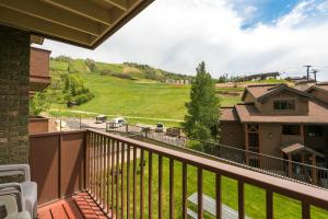 2255 Storm Meadows 425 Condo - Apartment - Steamboat