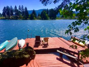 Long Lake Waterfront Bed and Breakfast - Accommodation - Nanaimo