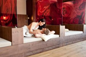 Alpen-Herz Romantik & Spa - Adults Only, Hotely  Ladis - big - 72
