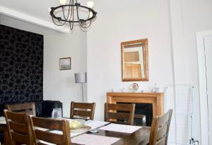 obrázek - Beautiful 2 Bedroom Flat in Leith